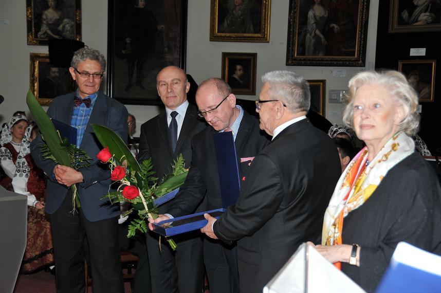 El concurso del profesor zbigniew religa terminado for Concurso profesor